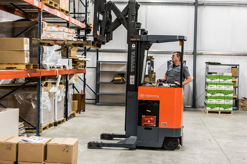 reach truck lifting boxes