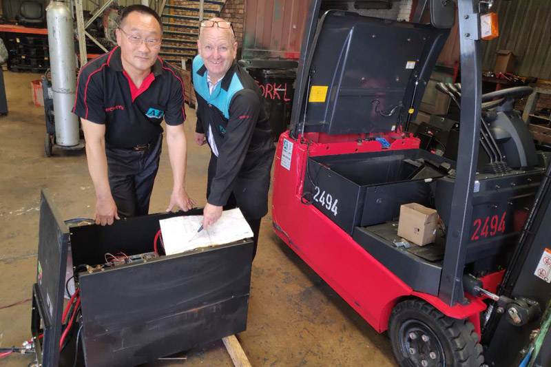 installing fork lift battery